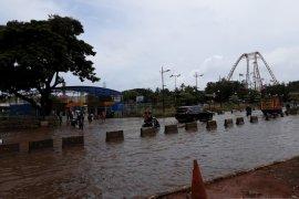Enam pintu air di Jakarta siaga banjir