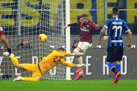 Inter menang 4-2 dalam derbi Milan, antar ke puncak klasemen