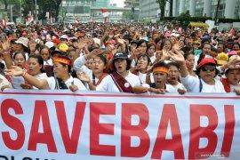 Aksi massa yang bertajuk Gerakan #Savebabi unjuk rasa di DPRD Sumut