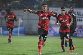 Madura United lawan Bhayangkara FC