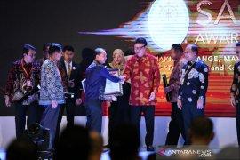 Bupati Bangka terima penghargaan SAKIP 2019