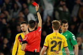 Wasit diistirahatkan setelah membuat Barcelona dan Real Betis marah