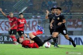 Madura United vs Bhayangkara FC imbang 1-1 di Piala Gubernur Jatim