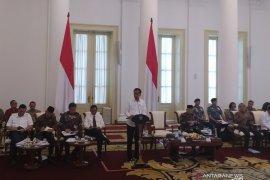 Jokowi minta kementerian percepat realisasi belanja