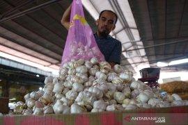 Harga bawang putih impor naik