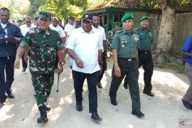 Jhon Wetipo tinjau kondisi perumahan TNI AD di Sorong