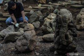 Batu-batuan berbentuk unik ditemukan terkubur di Tasikmalaya