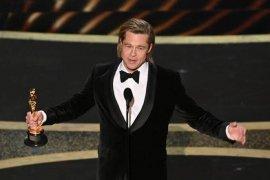Brad Pitt bantah bayar seseorang untuk menulis pidato kemenangannya