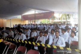 Diduga gunakan jimat, seorang peserta CPNS saat ikuti tes di Kota Bandung