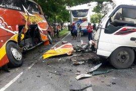 Terjadi kecelakaan bus dengan truk, sopir truk tewas ditempat