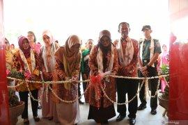 Bupati resmikan gedung pusat promosi IKM