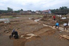 Warga mengeluh perkebunan bambu rusak diterjang banjir di Lebak