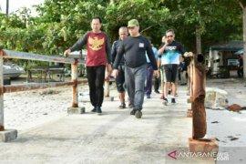 Gubernur Erzaldi-Wabup Belitung tinjau kawasan Tanjung Kelayang