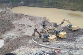 Penambang pasir di Sukabumi tertimbun longsor, hingga kini belum ditemukan