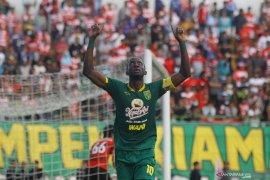 Persebaya mengalahkan Madura United