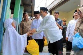 """""""Tangerang Bersedekah"""" distribusikan 8.333 paket sembako di 13 kecamatan"""
