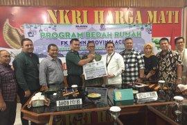 FK BUMN Aceh serahkan bantuan bedah rumah purnawirawan TNI