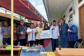 IKA Unpad Banten Bedah Rumah bedah gubuk reot Mak Ati di Tangerang