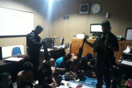 Puluhan pemuda anggota gangster diciduk polisi