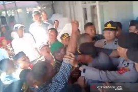 Massa gagalkan muswil Partai Aceh di Aceh Barat