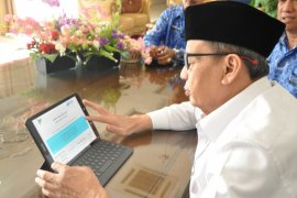 Gubernur Wahidin dan Wagub Andika isi sensus secara online