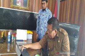 Bupati disensus pertama secara online di Madina