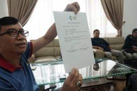 Satu mahasiswa asal Tanah Datar yang diobservasi di Natuna tiba di Batusangkar, ini pesan bupati