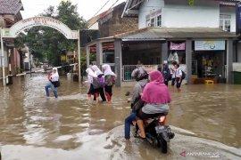 Hujan lebat akibatkan 20 titik di Bandung sempat banjir