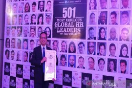 Mantan Direktur Antara raih Global HR Leaders Award
