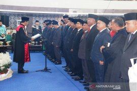 35 anggota DPRD Tapteng diambil sumpah jabatan