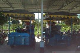 Mukomuko serahkan mesin penggilingan padi kepada petani