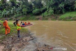 Seorang anak hilang terbawa arus Sungai Ciputrahaji di Ciamis