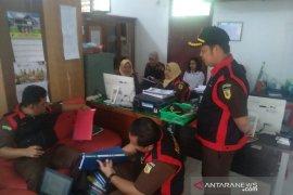 Jaksa geledah kantor Satpol PP Kota Bengkulu