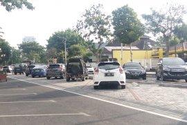 Dishub Surabaya tanggapi kritikan parkir tengah jalan