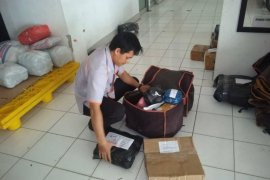 Kantor Pos Rangkasbitung jamin pengiriman paket terbebas virus COVID-19
