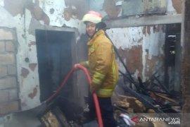 Lima rumah di Caringin terbakar, Damkar Bogor padamkan dalam 3 jam