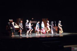 SMAN 8 gelar pementasan sandiwara Kampung Burinik Banyu
