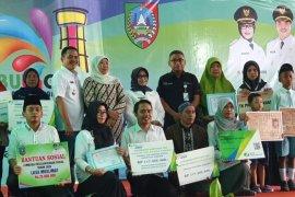 Gubernur Jatim serahkan santunan BPJS Ketenagakerjaan di Jombang