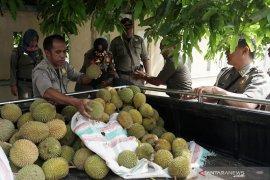 Satpol PP Kota Gorontalo tertibkan pedagang yang berjualan di trotoar
