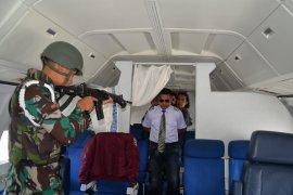 """TNI AU """"turun paksa pesawat asing"""" di Lanud SIM"""