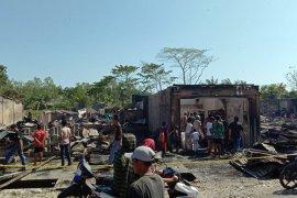 20 rumah hangus terbakar di desa ujung Aceh Singkil