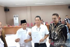 KPU Karawang terima berkas persyaratan satu pasangan bakal calon perseorangan
