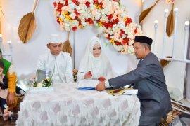 Balas budi, Brigadir T Murizal Saputra nikahi Bidan dengan mahar fantastis