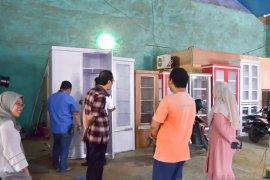 Disperin Samarinda kunjungi usaha es batu kristal dan furniture