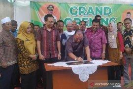 Gubernur Babel resmikan beroperasinya Distributor Center Berkah Mart