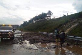Jasamarga:  Hujan deras akibatkan luberan air di Tol Lawang