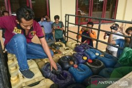 Polres Sampang kembangkan kasus penimbunan BBM bersubsidi