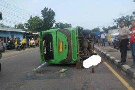 Minibus terguling, seorang penumpang tewas
