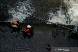 Satu lagi korban insiden kecelakaan sungai SMPN 1 Turi ditemukan dengan kondisi terapung