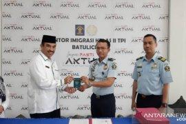 Kanim Batulicin serahkan 151 Paspor calon jamaah haji